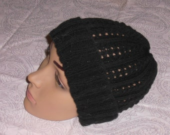 Knitted hat with lace pattern