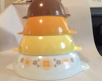 Set of 4 Vintage Pyrex Town and Country Cinderella Bowls