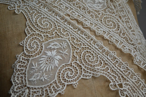 Stunning antique Brussels lace edging 62 inches unused