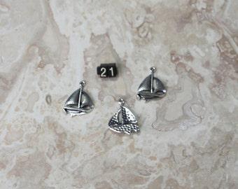 10 ea  Sail Boat Charms #21