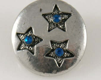 KB7589  Silver Disc With 3 Etched Stars and a Blue Crystal in the Middle of Each Star