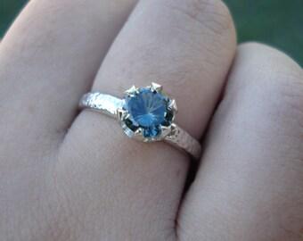 SAPPHIRE white gold hammered ring, Australian sapphire, Handmade engagement sapphire, palladium ring, blue green sapphire, size 5 6 7 8 9