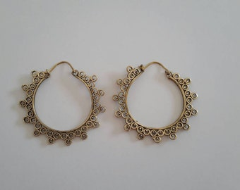 Beautiful earings handmade from brass. Typical indian style