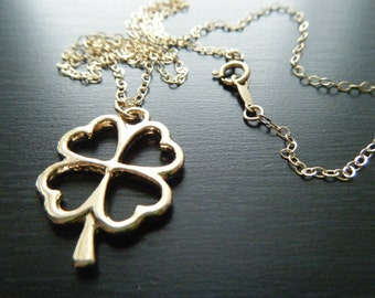 Clover necklace 14k gold fill clover pendant 14k gold fill chain Gold jewelry Good luck jewelry 4 leaf clover charm jewelry Shamrock pendant