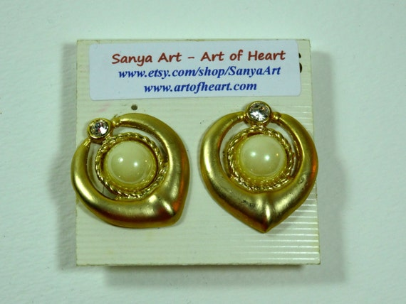 Clasp Vintage earrings - pearl and gold