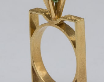 18 ct solid gold ring with a square design and green topaz stone
