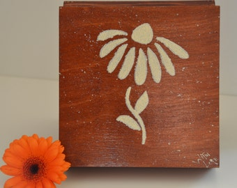 Lovely wooden box for your treasures 6.29 x 6.29 x 2.75inch(16x16x7cm)