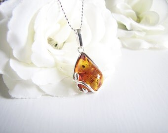 Honey Baltic Amber Necklace, Natural Baltic Amber From Poland, Amber Pendant, Light Brown Honey Amber Choker, Diamond Cut Silver Chain
