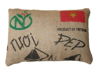 Cushion Vietnam Coffee with red flag, made with recycled coffee sack fabric. Ecologic. Insert included.