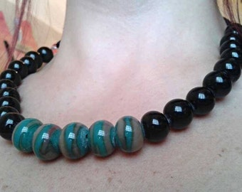 choker necklace in black and striped glass beads handmade