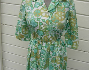 """Bust:  35-36"""" ** Gorgeous 1950s-60s Floral House Dress"""
