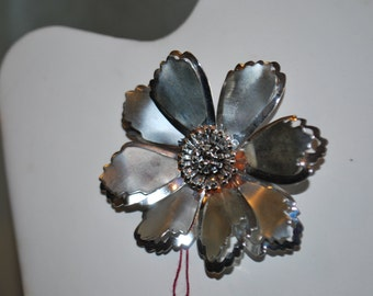 Beautiful Silvertoned Vintage Flower Pin