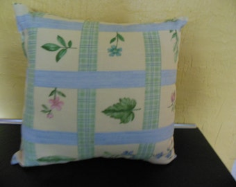Decorative Flower Print Fabric Pillow