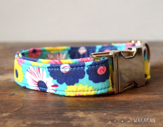Summer dog collar adjustable. Handmade with 100% cotton fabric. Floral daisy pattern. Romantic elegant and chic. Wakakan