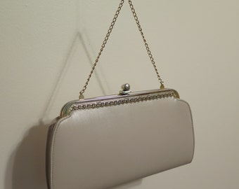 Vintage 1950's Cream Purse w Beautiful Metal Detailing and Gold Chain