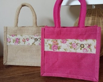 Beautiful hand finished jute lunch or gift bag with padded handles and pretty hessian ribbon and bow. Pink or Natural.