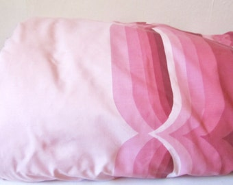 1970s duvet cover with retro pink swirl pattern