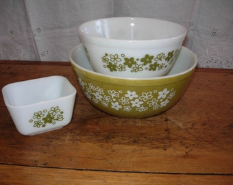 Sale. Pyrex Vintage Set of THREE. Green SPRING BLOSSOM. Classic. Two Mixing Bowls & Refrigerator Dish.
