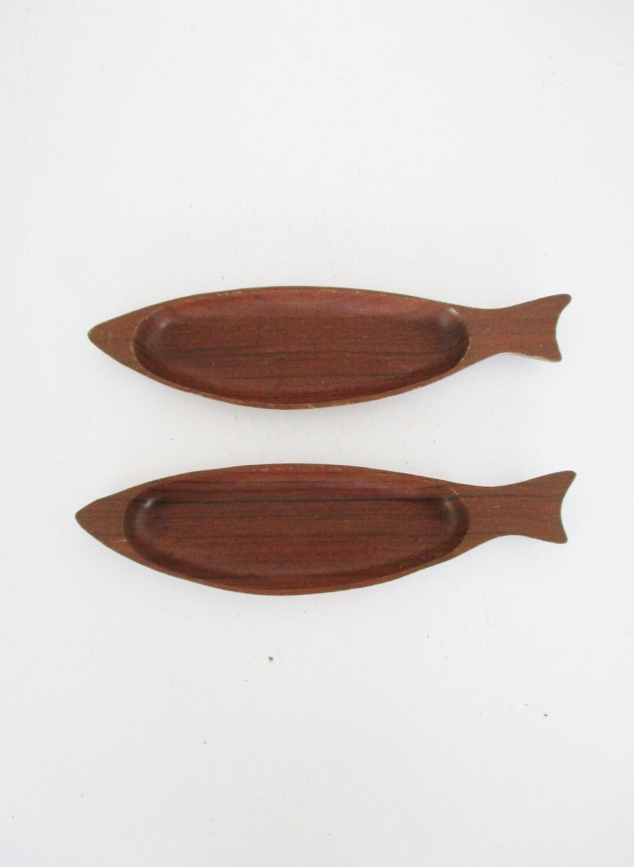 2 wooden fish bowls vintage fish shaped wooden serving bowls for Fish shaped bowl