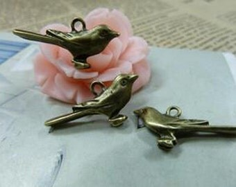 35pcs  Antique Bronze Lovely  Bird Charm Pendant. c1555