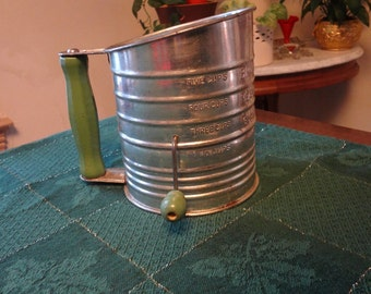 Bromwell's 5 Cup Flour Sifter Green Wood Handle Vintage 1940's Farm Kitchen Vintage Kitchen Country Kitchen Decor