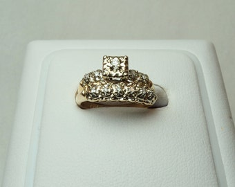 Didamond Wedding Set with .20 total carat weight of Diamonds set in 14KT Yellow Gold. Size 5 1/2. DR 317