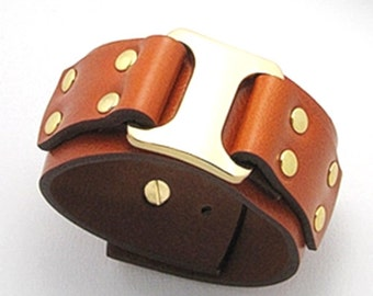 Leather bracelet with gold-colour stud metal design