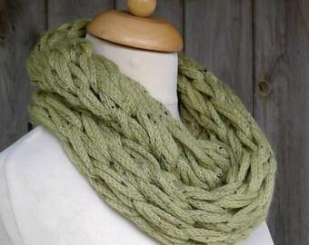 Merino Snood: green tweed