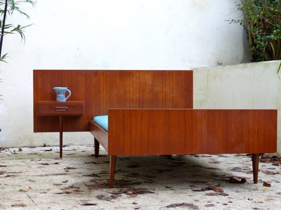 lit scandinave en teck par collectionit sur etsy. Black Bedroom Furniture Sets. Home Design Ideas