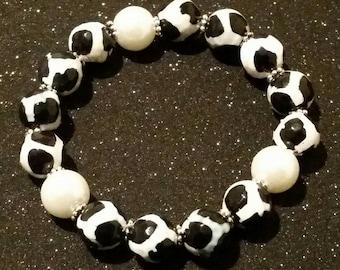 Black and White Tibetan Agate Beaded Bracelet