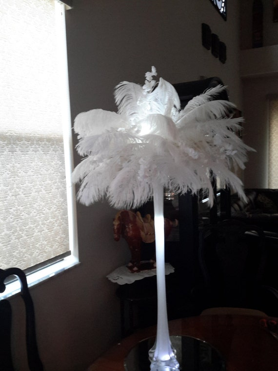 Items similar to ostrich feather with eiffel tower