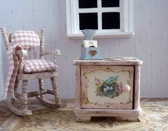 kleiner schrank shabby chic holz puppenhaus. Black Bedroom Furniture Sets. Home Design Ideas