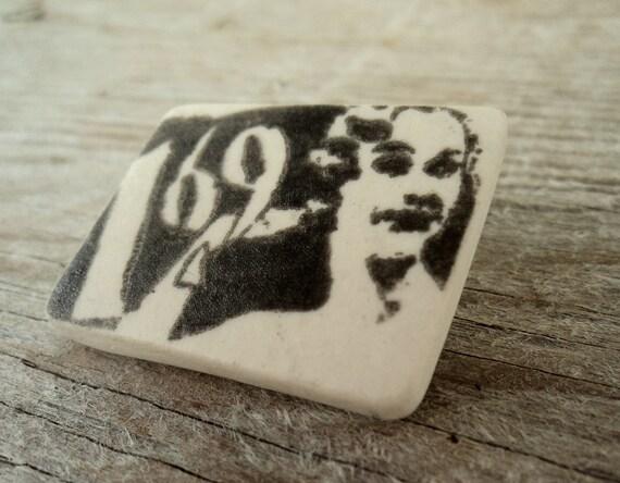 Vintage print semi porcelain brooch