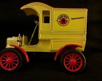 ERTL 1905 Ford Delivery Car Bank.(263)