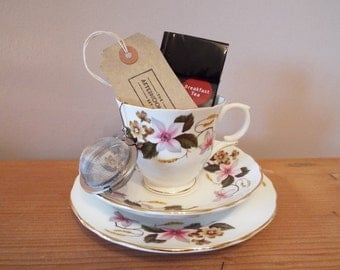 Christmas Teacup Gift Set. 1950s Staffordshire Teacup and Saucer and Cake Plate, With Tea Infuser and Loose Leaf Tea. A Tea For One Gift