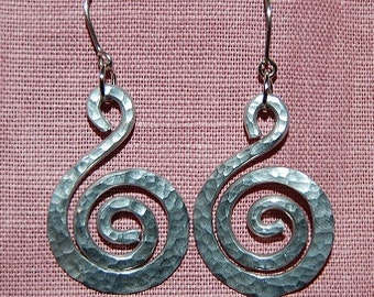 Dimpled swirl earrings
