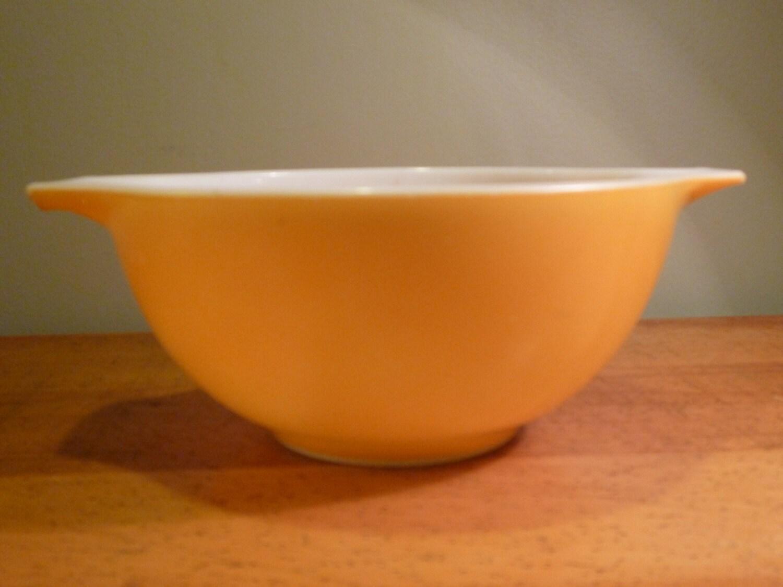 Vintage Yellow Glass Pyrex Bowl 1.5 quart Mixing Bowl with
