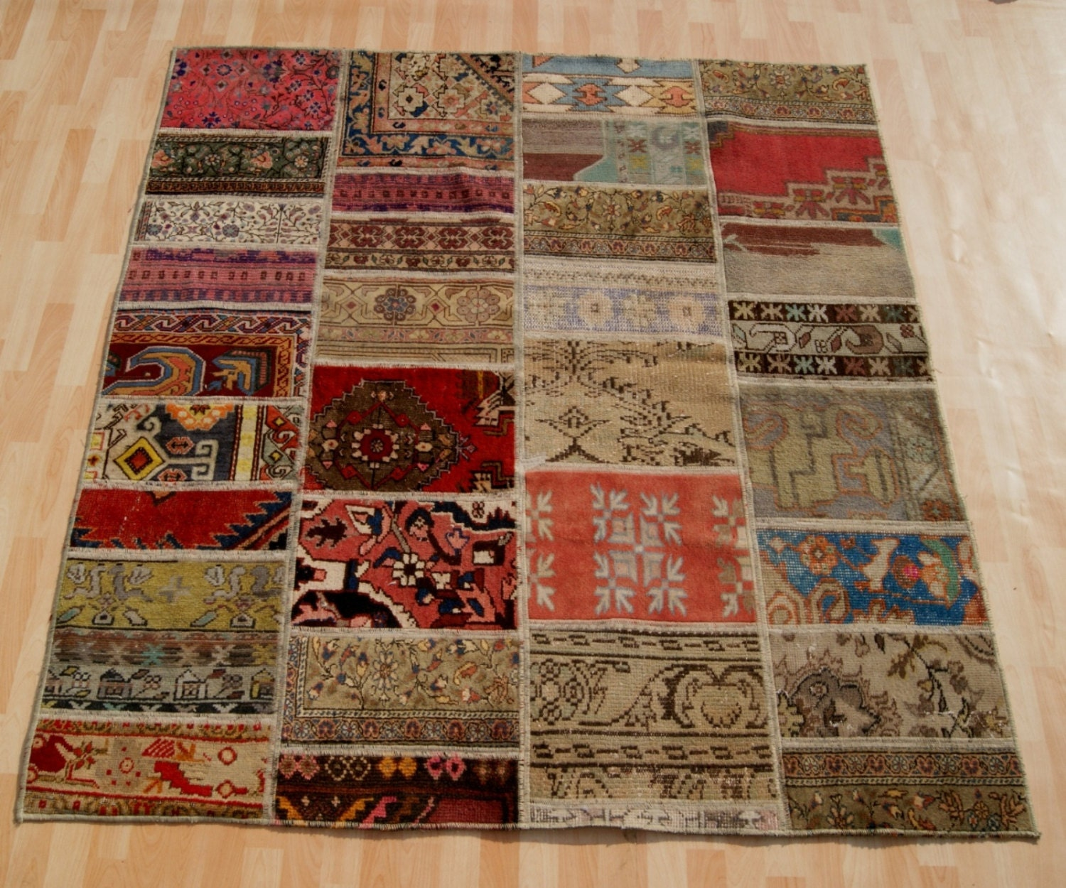 What Makes Turkish Rugs Great How You Can Read The Design Of A Turkish Rug: Home Decor Turkish Patchwork Rug Hand Knotted Wool By