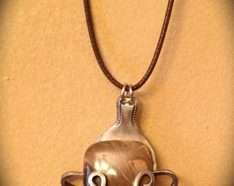 Brown-marbled quartz pendant necklace