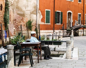 Travel photography / A deserved break.  //   wall art   /  Venice / terracotta