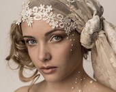 Lace headdress with Alecon trim