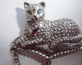 AVON Vintage Brooch Regal Cat on Pillow cushion Faux Marcasite with tassles collectible 1993 VTG