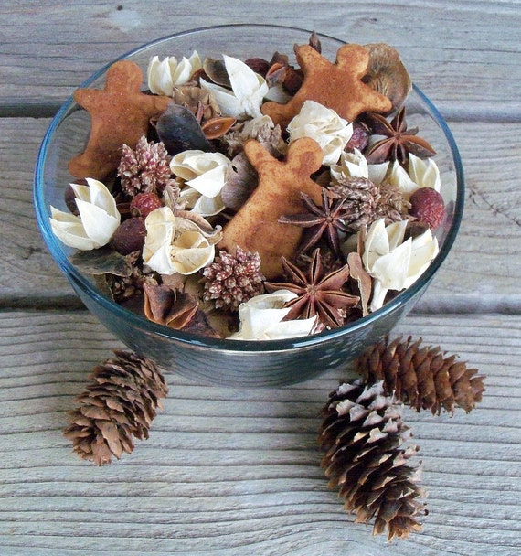 Farmhouse Kitchen Winter Potpourri, Gingerbread Men,Scented,Rustic,Saltdough,Grubbied, Holiday Decor,Christmas,Refresher Oil Included
