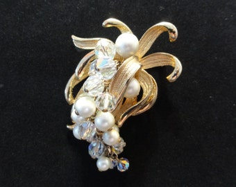 Vintage Brooch, Pearl & Iridescent Beaded Floral Gold Brooch Pin or Pendant