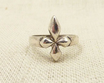 SALE ---- Size 6.75 Vintage Faceted Sterling Cross Ring