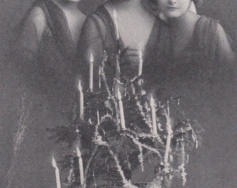 Three Beautiful EDWARDIAN GIRL MODELS w/ ChRISTMAS TrEE - Vintage Real Photo Postcard
