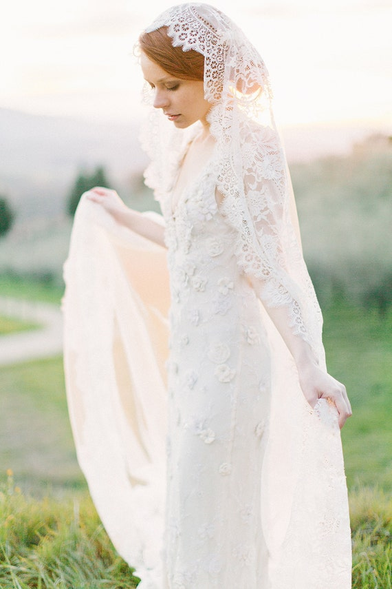 Bridal Veil, Mantilla Veil, Cathedral Veil, Lace Veil, Long Veil, Ivory Veil, Tulle Veil, Spanish Veil, Lace Bridal Veil - Style 301