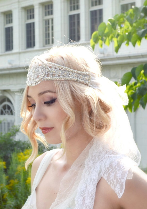 Bandeau de mariu00e9e coiffure de casque de strass et de