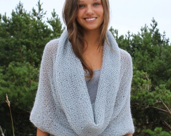 Grey Knit Cowl / Knitted Cowl / Infinity Scarf / Chunky Pattern / Lupy Scarf / Grey Cowl / Women /