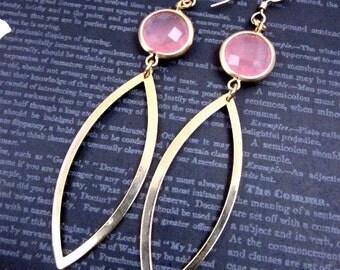 Peach & Gold Earrings -- Peach Glass Earrings -- Pink Peach Drop Earrings -- Gold Marquise Earrings -- Long Peach Earrings --Long Point Oval